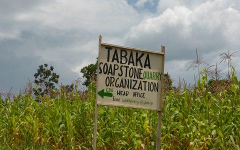 Ortsschild Tabaka der Ort, an dem unsere Mitarbeiter arbeiten