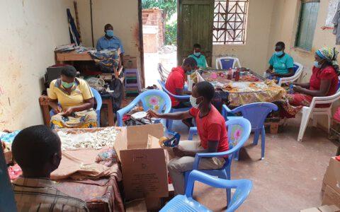 Auf Grund der Situation arbeiten in den Workshops die noch verbliebenen Handwerker mit Abstand