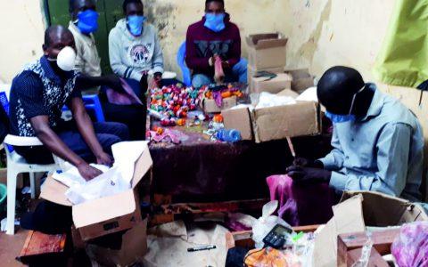 Auf Grund der aktuelle Situation in Kisii, die Handwerker arbeiten nur noch mit Mund- und Nasenschutz