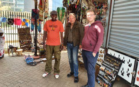 Unser Partner in Nairobi. Er ist u. a. für die schönen Glasperlen Produkte verantwortlich. Die Gesichtsmasken wurden nur für die Fotos abgenommen