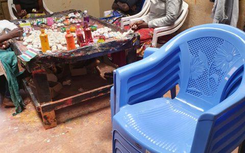 Neue Stühle wurden wieder gekauft